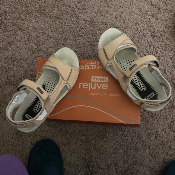 Propet Shoes - Propet-Tan-Sz 8 1/2M Designed w/Podiatrist-LIKENEW